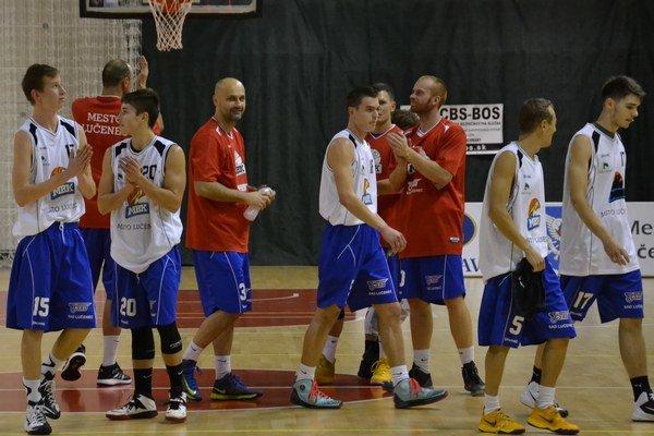 Sobotňajší večer v Lučenci patrí basketbalu.