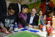 Prezident Andrej Kiska s rómskymi škôlkármi.