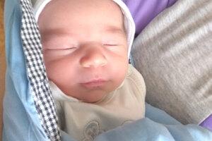 Viktórii a Zoltánovi Halasiovým z Málaša narodil 25. marca ich prvorodený syn Oliver. Chlapček po narodení meral 3,25 kg a vážil 50 cm.