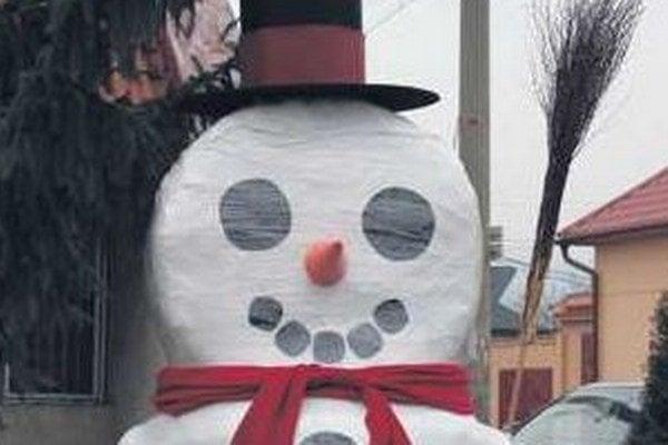 Slamený snehuliak.