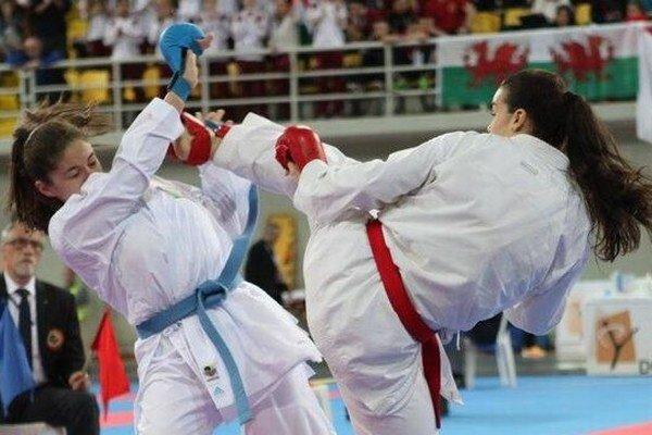 Ambiciózna športovkyňa Lenka Sahuľová (s červeným opaskom).