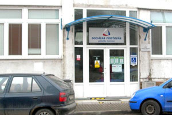 Zoznam dlžníkov zverejňuje už aj Sociálna poisťovňa v Lučenci.