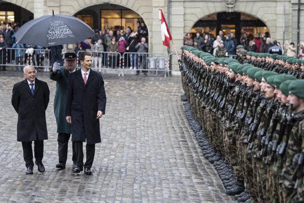 Švajčiarsky prezident Ueli Maurer (vľavo).