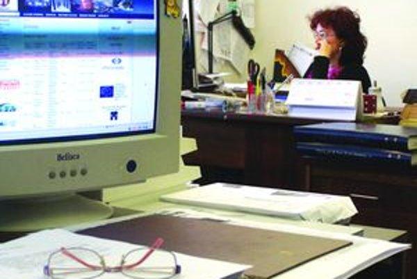 Ostatné povinné osoby budú zverejňovať na svojom webe faktúry v prípade, ak presiahnu tritísíc eur bez DPH.