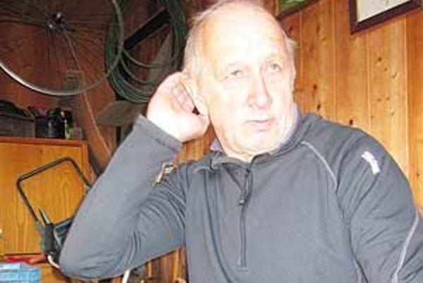 Pavel Pupák si po ťažkej práci v bani rád vyjde do svojej záhradky.