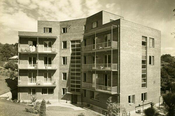 Dušan Jurkovič – Jindřich Merganc – Otmar Klimeš. Kochovo sanatórium. 1928 – 1932, Bratislava. Archív Ivy Mojžišovej – Slovenské múzeum dizajnu
