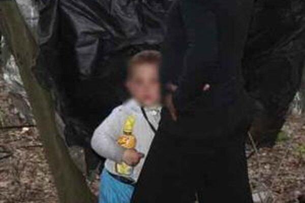Mestskí policajti zabezpečili, aby bolo vydané predbežné opatrenie o zverení dieťaťa do starostlivosti krízového strediska v Lučenci.