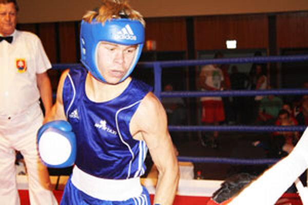 David proti skúsenému Maďarovi aj napriek zranenej ruke podal vynikajúci výkon.