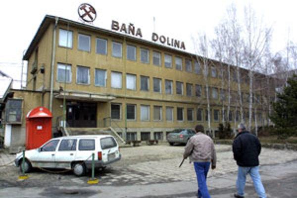 Pokiaľ sa týka ťažby v Bani Dolina, stále platí vládne rozhodnutie, že sa bude ťažiť do konca roku 2012.