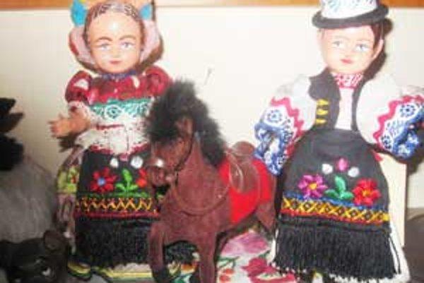 Helena Tamásová vlastní bábiky z Japonska, Fínska, Turecka, Talianka, Grécka, Nigérie, ale i zo Švajčiarska a ostatných krajín.