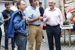 Zosnulý dekan FiF UK Martin Slobodník (v strede) bol dušou projektu UniverSaal