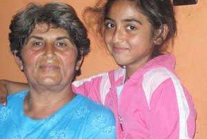 Starká a jej vnučka majú k sebe veľmi blízko.