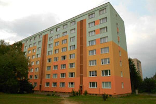 V kurze sú dvojizbové byty s balkónom.