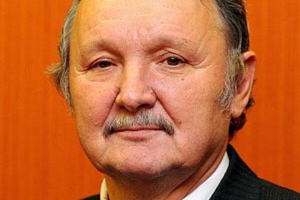 Jozef Šimko si myslí, že zatiaľ ani jedna vláda dostatočne neriešila vážnu situáciu v ich okrese.