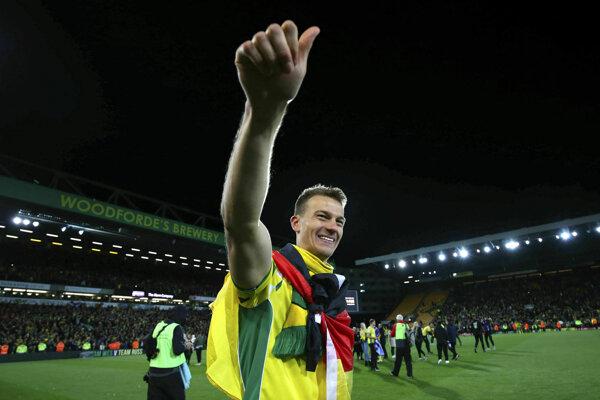 Hráč Norwich City Christoph Zimmermann oslavuje postup do Premier League.