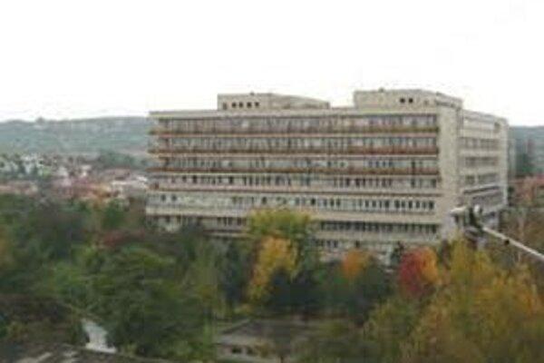 Lučenecká nemocnica zamestnáva celkovo 128 lekárov.