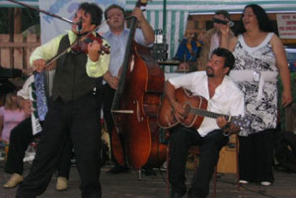 Hudobná skupina z Kokavy sa podieľala na tvorbe hudby k pokračovaniu úspešného filmu o známom detektívovi.