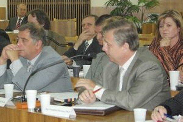 Nová riaditeľka (vpravo) bola v minulom volebnom období poslankyňou.