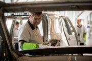 Práca v nitrianskej automobilke Jaguar Land Rover.