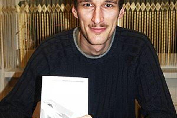 Martin Dzúr sa venuje písaniu poézie i prózy.