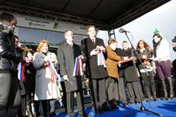 Pri slávnostnom odovzadní mostu do používania bol prítomný aj Vladimír Maňka.