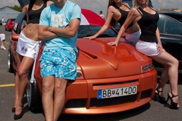 Nadupané motory, krásne dievčatá, adrenalín. To všetko patrí k motoristickým podujatiam.