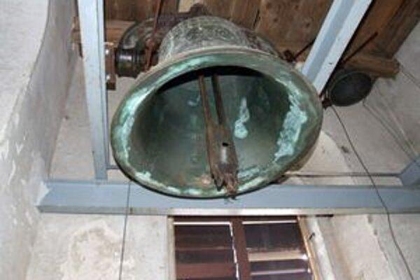 Pád veže v Zacharovciach prežil zvon akoby zázrakom.