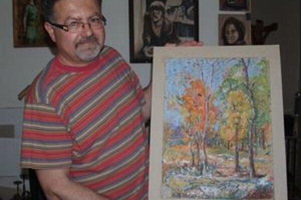 Zoltán Kovács maľuje, vyrezáva i navrhuje.