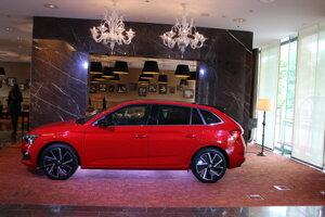 Nová Škoda Scala v priestoroch hotela