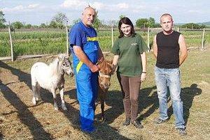 Pán Tivadar vlastní agrofarmu a spolu so svojimi dvomi deťmi sa stará o približne dvesto kusov dobytka.