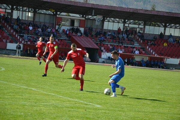 Považská Bystrica (v červenom) hrá s rezervou Zl. Moraviec.