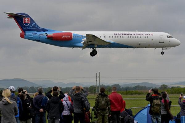 Na snímke lietadlo Fokker letky Ministerstva vnútra SR s portrétom generála Milana Rastislava Štefánika.