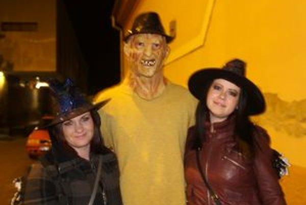 Aj takéto strašidlá ste mohli stretnúť v uliciach Lučenca.