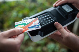Bezkontaktná platba kartou na O2 eKase Kompakt.