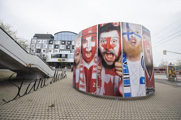 Netradičná stavba s názvom Rotunda v centre mesta Bratislava.