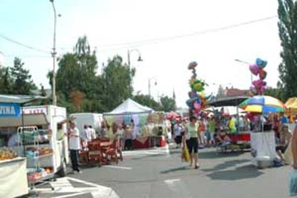 Jarmok prilákal do Lučenca mnoho návštevníkov.