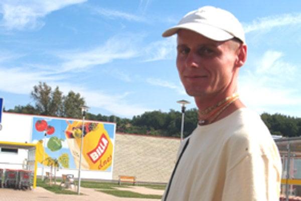 BranislavVereš žije v centre hnutia Hare Krišna v Abranovciach.