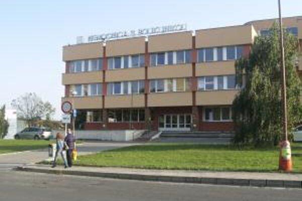 Nemocnica s poliklinikou vo Veľkom Krtíši nakrátko zmenila majiteľa. Správna rada nemocnice podala trestné oznámenie.