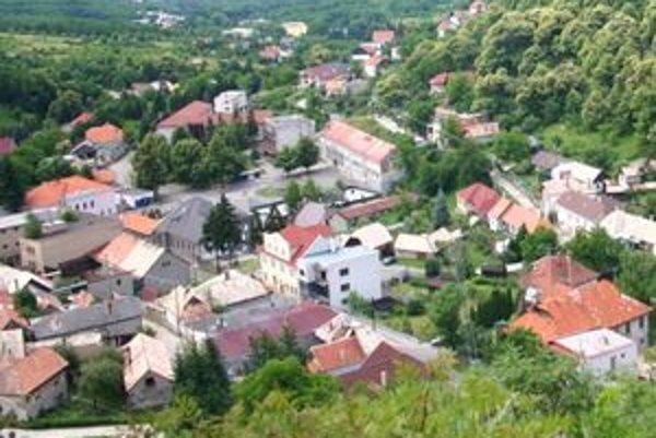 Modrý kameň bolo ešte minulý rok jediným mestom na Slovensku bez kanalizácie.