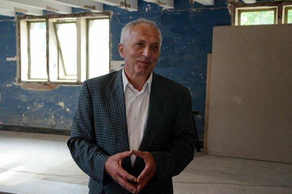 Pavel Frankl počas prác v Novej synagóge.