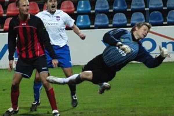V 32. min. zápasu Zlatomoravčan Pavelka zblízka prekonal spoľahlivého gólmana Gemerčanov Kuciaka.