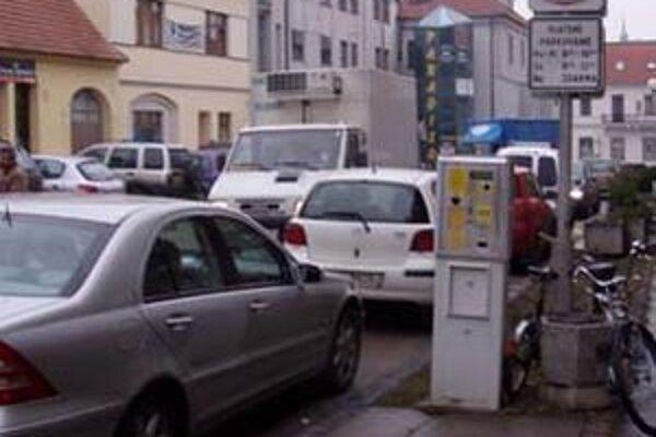 Spoločnosť SaLL mala od mesta Lučenec prenajatých viac ako 800 parkovacích miest od konca júna 2008 až na 15 rokov.