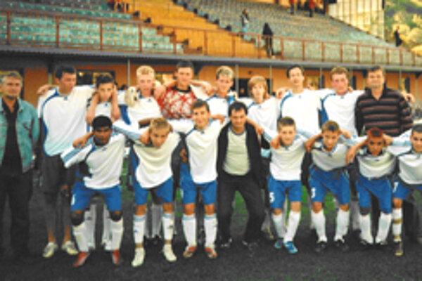 Hráči dorastu FC Slovan Divín sú s tretím miestom v tabuľke spokojní.