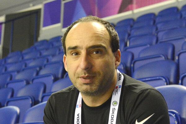 Slovák Peter Brüll sprevádza fínsku výpravu na majstrovstvách sveta v hokeji 2019.