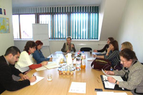 Stretnutie partnerov, ktorí budú spolupracovať na novej publikácii organizovala regionálna rozvojová agentúra v Lučenci.
