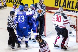 Hokejisti Slovenska oslavujú gól v zápase Slovensko - Kanada na MS v hokeji 2019.