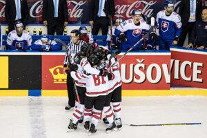 Hokejisti Kanady oslavujú víťazstvo v zápase Slovensko - Kanada na MS v hokeji 2019.