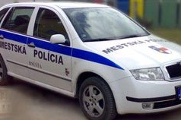 Hnúšťa má v porovnaní so susedným Tisovcom o štyroch mestských policajtov viac.