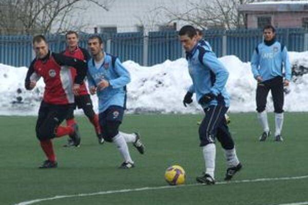 Prvý majstrovský zápas futbalovej jari by mal tím LAFc Lučenec odohrať už túto sobotu proti súperovi z Prievidze.