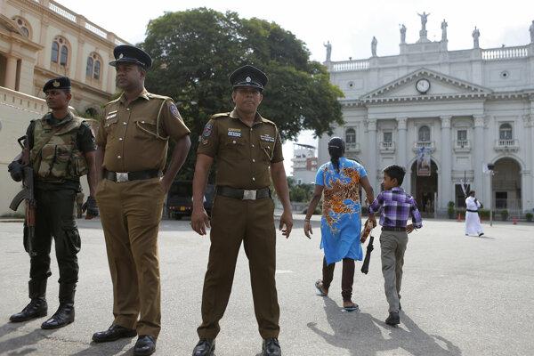 Polícia v súvislosti s nepokojmi zatkla 78 ľudí.